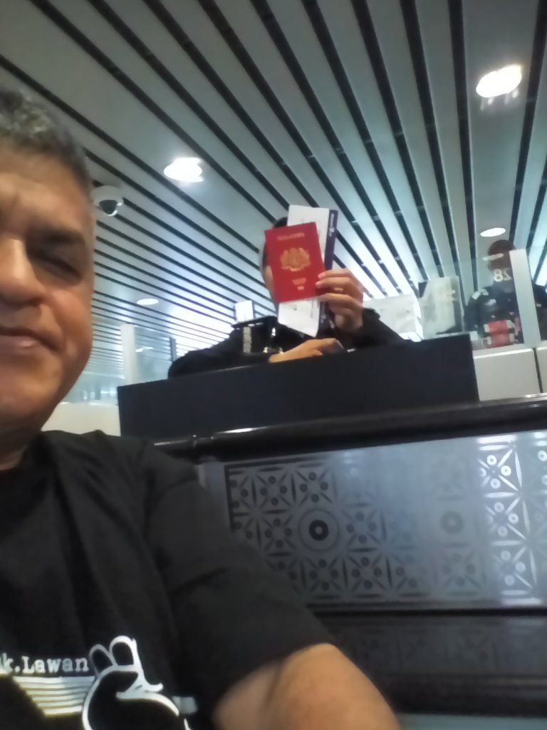 Zunar at the airport, banned from traveling