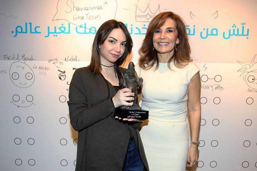 Priscilla Bassil, premier prix du concours « la Plume de Pierre », aux côtés de Ghada Sadek Abela. Photo Michel Sayegh