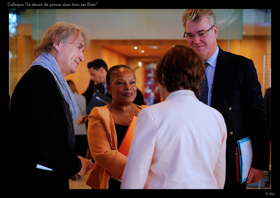 Plantu, Christiane Taubira (Garde des Sceaux) et Jean-Paul Delevoye (président du CESE) – © Sisi