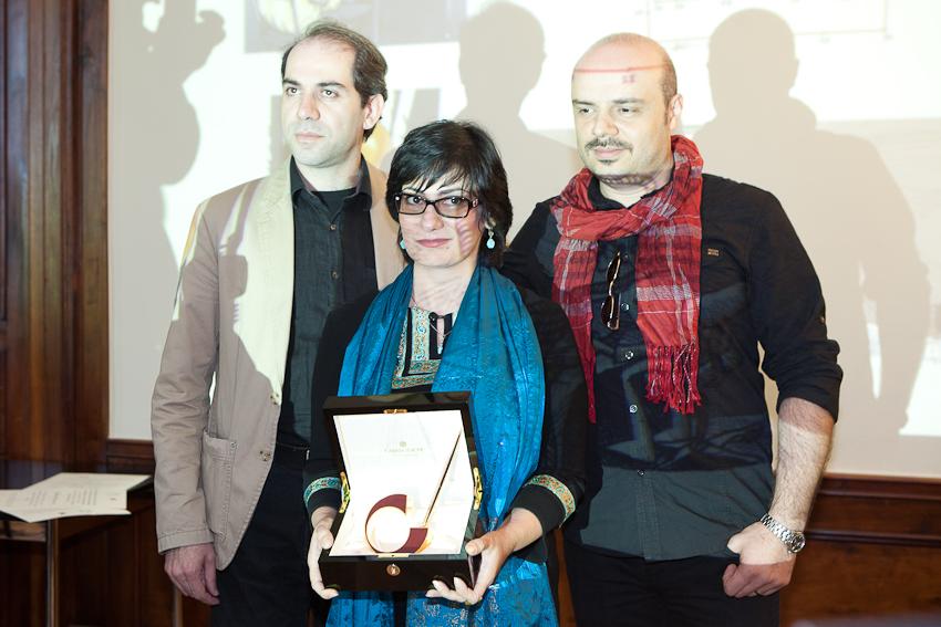 les dessinateurs iraniens primés Kianoush, Firoozeh et Hassan