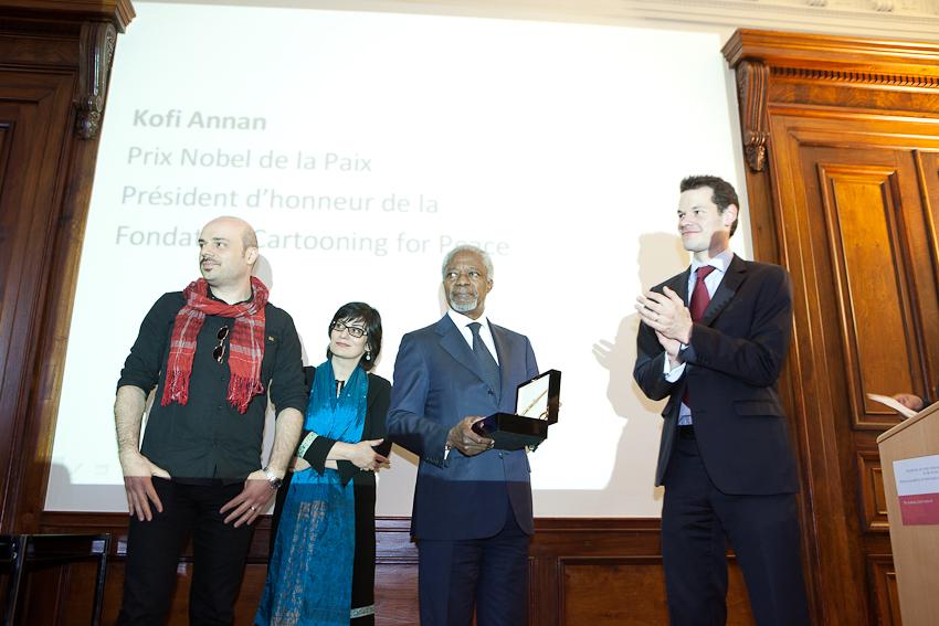 Iranian awarded cartoonists Hassan and Firoozeh, Kofi Annan and Pierre Maudet (Mayor of Geneva)