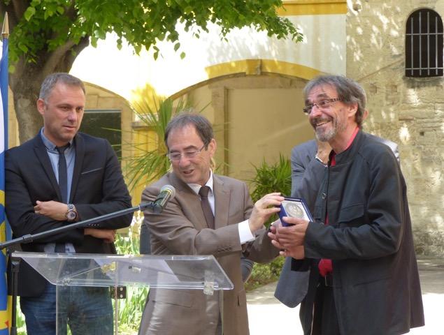 Le dessinateur Red! reçoit la médaille de la ville d'Arles