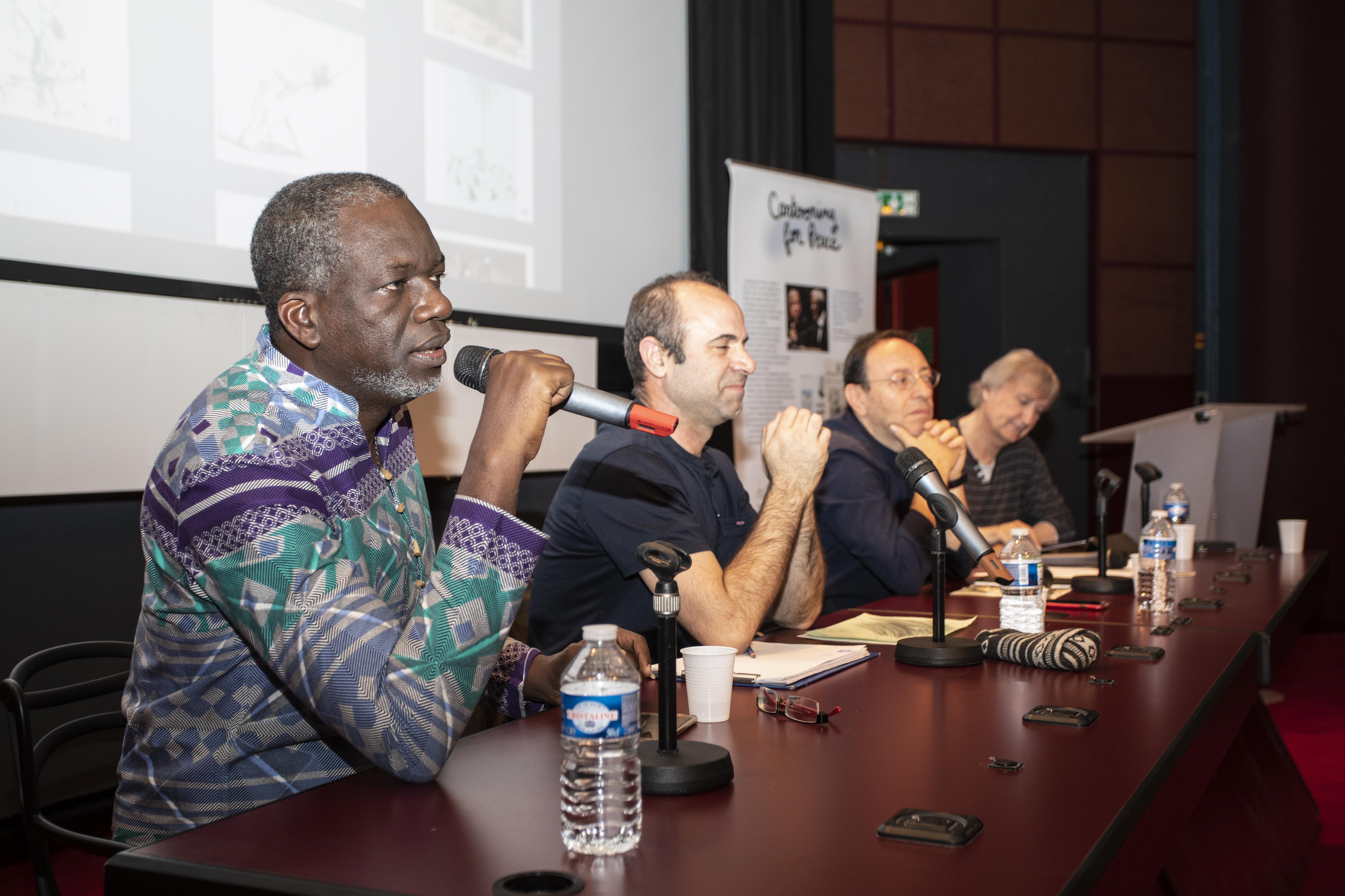 """Conférence annuelle """"Libérons les crayons"""" – Lassane Zohoré (Côte d'Ivoire), Ali Jamshidifar (Iran), Michel Kichka (Israël), Plantu (France) – crédit : Nicolas Moulard"""