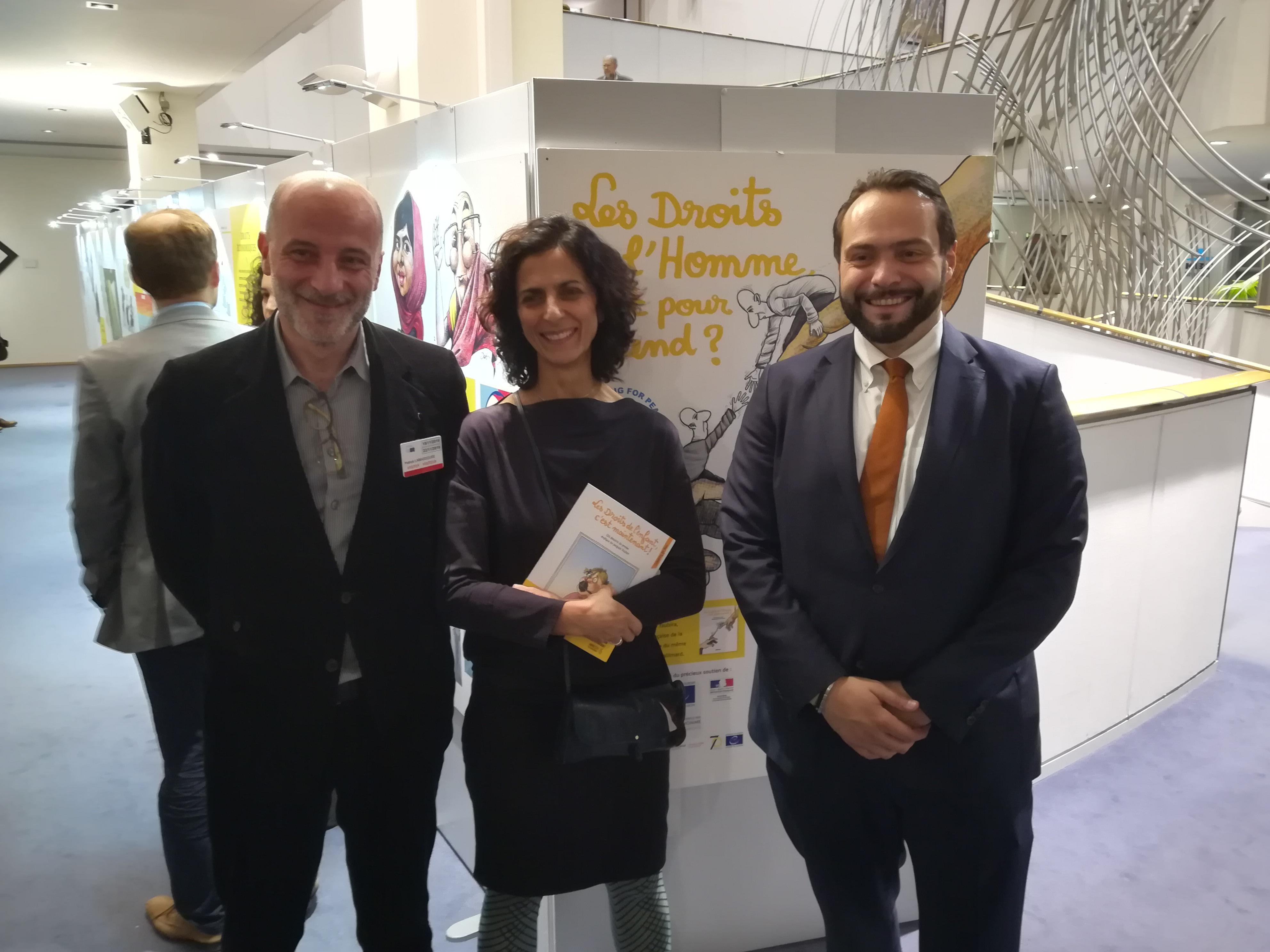 Inauguration de l'exposition avec Kak, président de Cartooning for Peace, Maria Arena, députée européenne, et Fabio Castaldo, vice-président du parlement européen